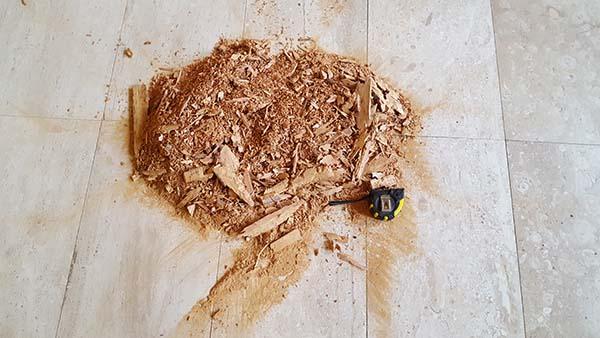 Volumen de madera retirado y recuperado con resinas de epoxi.
